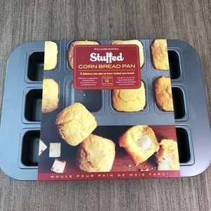 NWT - Williams Sonoma Stuffed Cornbread Pan